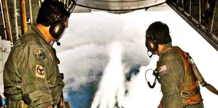 "Ehemaliger Armee-Meteorologe gibt zu: ""Militärflugzeuge sprühen Aluminium in die Atmosphäre"""