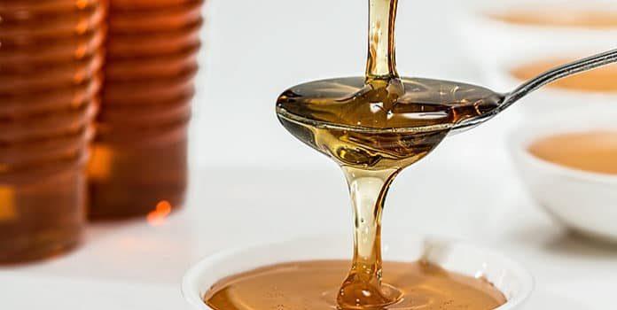 Lassen Sie sich nicht für dumm verkaufen: Anhand dieser 9 unfehlbarer Tricks und Tipps erkennen Sie echten Honig immer!