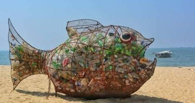 Fischskulptur namens Goby inspiriert Menschen dazu, den Strand aufzuräumen