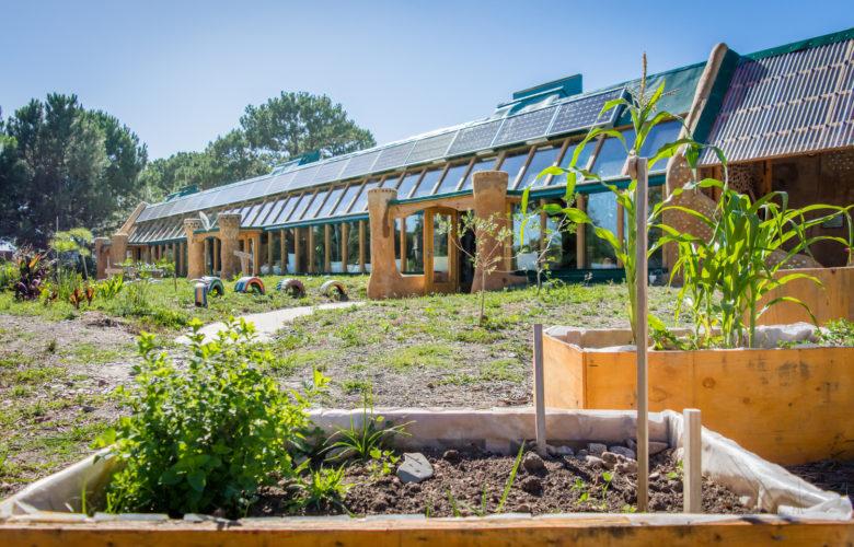 Earthships: Diese nachhaltigen Häuser aus Müll sind ein Paradies für Selbstversorger