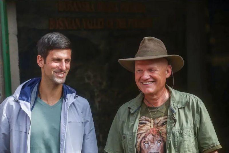 """Djokovic besucht mit seinem Guru die Pyramiden"""" in Bosnien"""