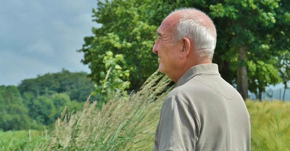 Spazierengehen hilft bei Einsamkeit und Depression im Alter